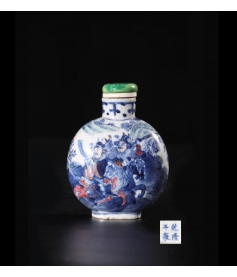 QING DYNASTY BLUE & WHITE & RED FIGURE SNUFF BOTTLE