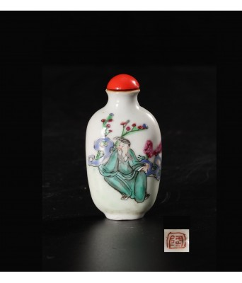 QING FAMILLE ROSE FIGURE SNUFF BOTTLE